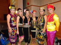 Etnic Borneo Girls.