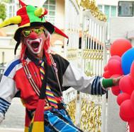 Clown with belloon sculptures.