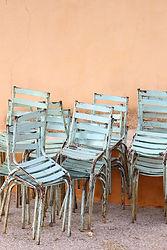 素朴な椅子