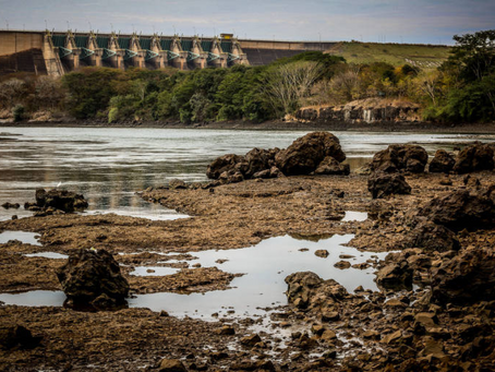 Diante da crise hídrica, ministro pede 'uso consciente' de água e luz