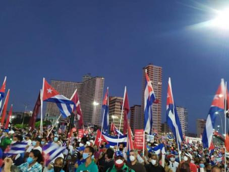 Cuba reúne 100 mil em ato pela defesa da Revolução