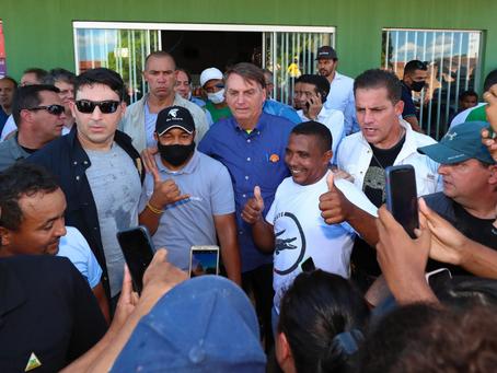 Em 84 aglomerações, Bolsonaro só usou máscara três vezes