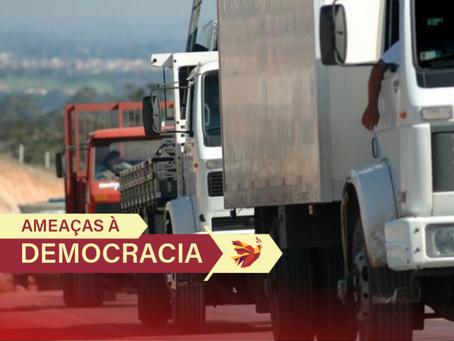 Caminhoneiros bolsonaristas liberam rodovias, mas seguem concentrados