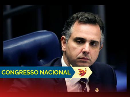 Presidente do Senado devolve MP de Bolsonaro que facilitava disseminação de fake news