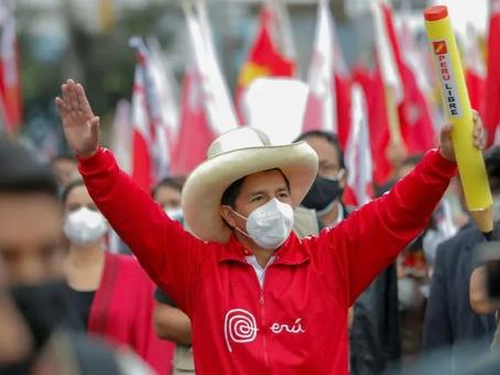 Vitória da esquerda: Pedro Castillo é oficialmente declarado presidente do Peru