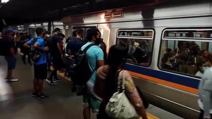 Com Metrô-DF em greve, estações amanhecem lotadas em meio à pandemia