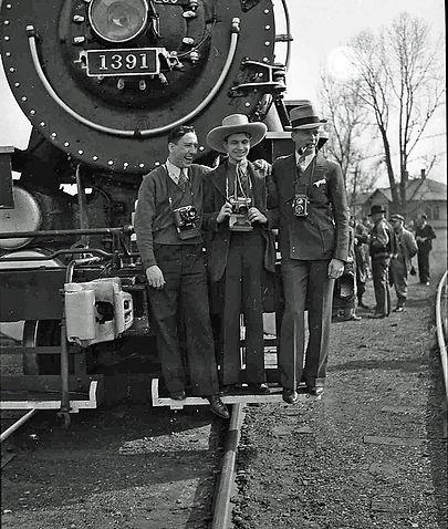 Railfans_on_1939_camera_excursion.jpg