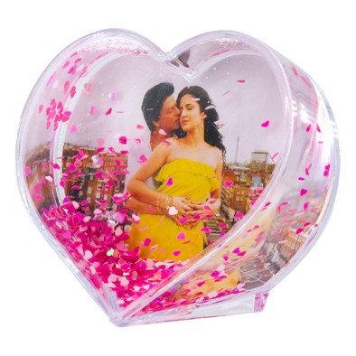 מסגרת לתמונה בצורת לב עם נצנצים