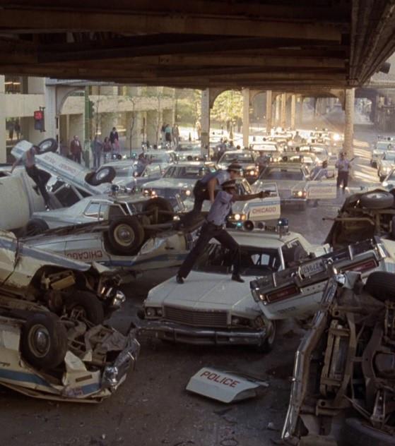 Voitures de police détruites lors de la course poursuite dans Chicago
