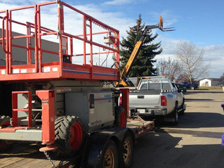 NEW! Scissor Lift with Outriggers!