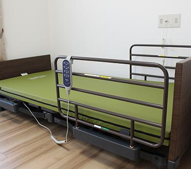 介護ベッド01.png