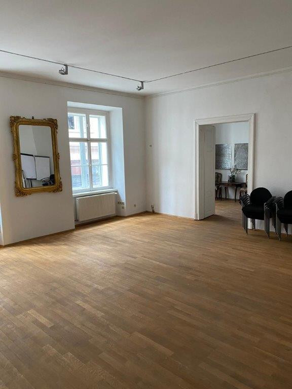 Get-Together Raum mit Ausblick auf die Hans-Sachs-Gasse