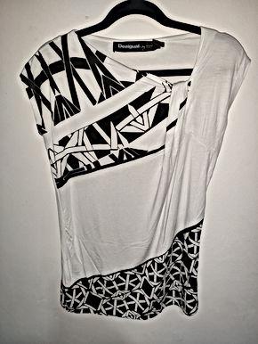 DESIGUAL Christian Lacroix white / black.  size: M