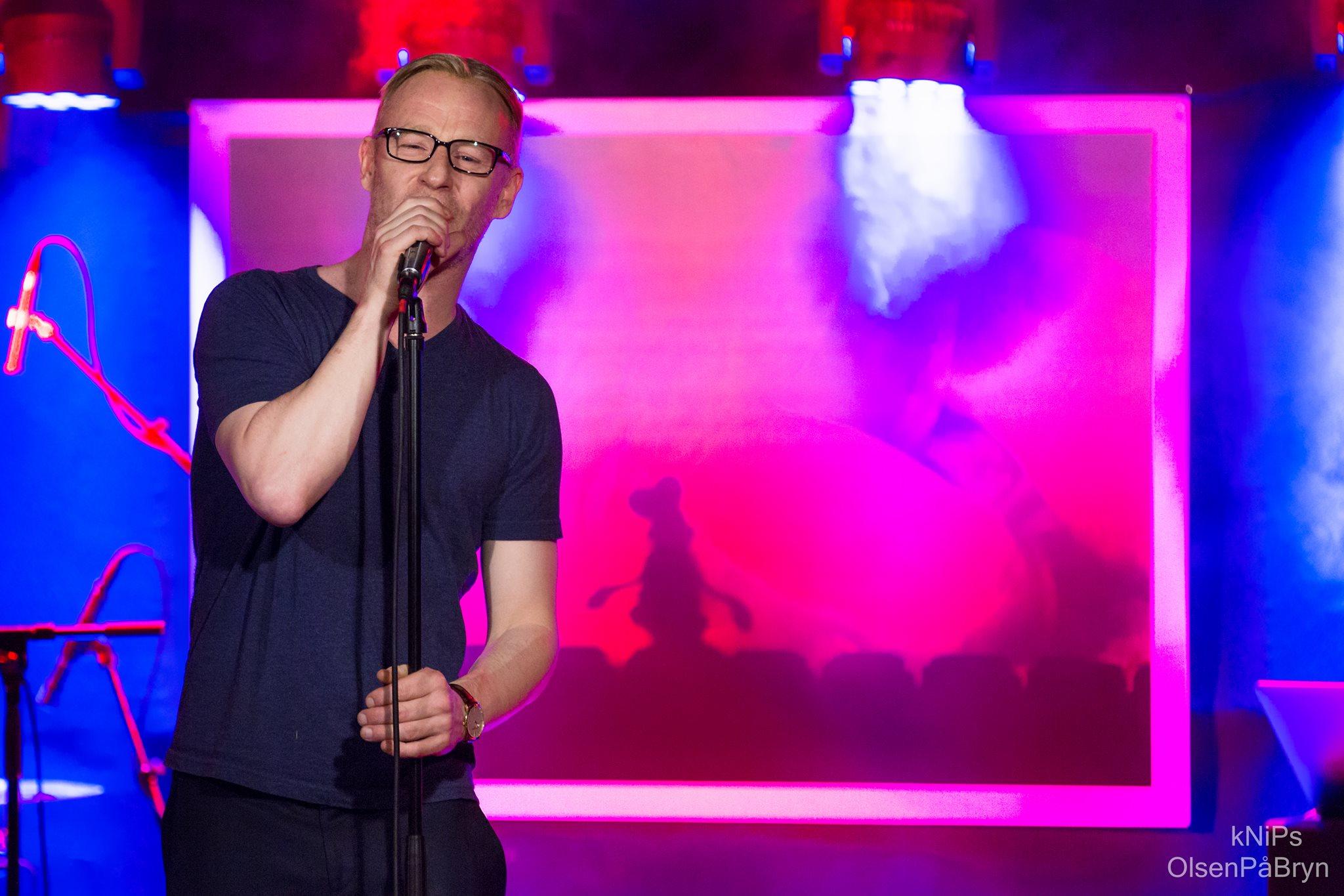 Eivind Sander med DJ og band