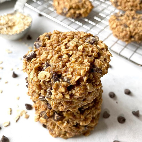Healthy oat cookies with chocolate chips