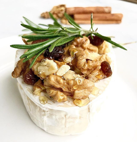 Brie with roasted walnuts, raisins and honey