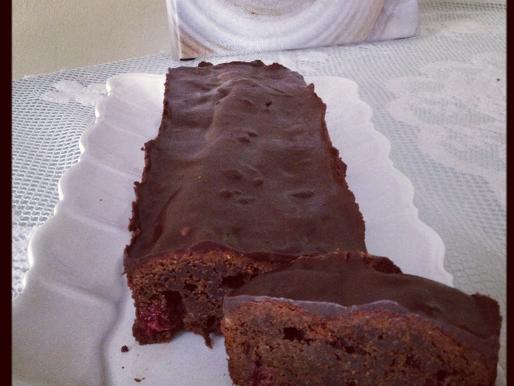 עוגת שוקולד ודובדבנים ללא סוכר