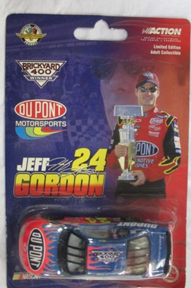 2001 DuPont Brickyard 400 Winner  / Jeff Gordon 1:64  Peg