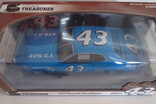 2007 ....1971 Plymouth Road Runner Autographed / Richard Petty 1:18