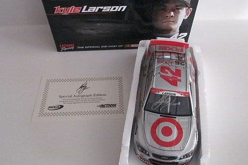 2014 Autographed Target Silver (Rookie Car) / Kyle Larson 1:24 Wall