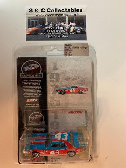 2003 STP - 1975 Winston Cup Champion / Richard Petty 1:64
