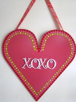 Hugs & Kisses Heart Sign