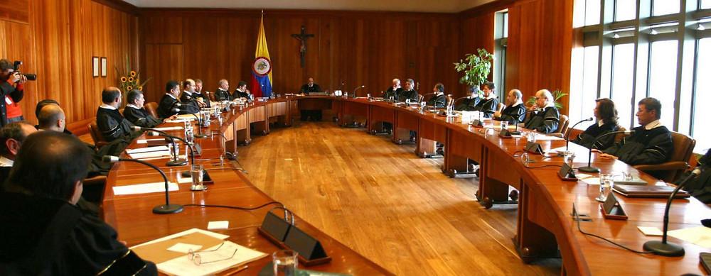 Sala Plena de la Corte . // Fotografía tomada de RTVC (Sistema de Medios Públicos).