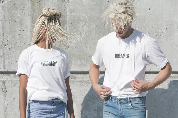 Modelando camisetas