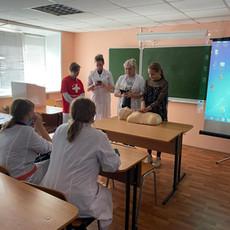 Мастер-классы по сердечно-легочной реанимации прошли для студентов 1 курса