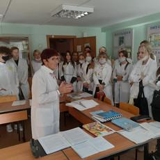 Первокурсникам провели экскурсию по кабинетам доклинической практики
