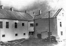 1945-215x149.jpg