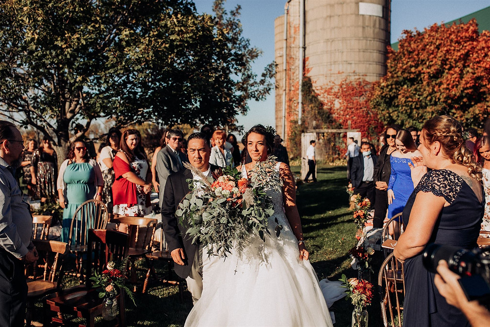 Amanda jen photography wedding Bennett barn Watertown wi