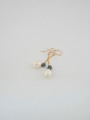 ダイヤモンドボールとパールのロングピアス / Diamond ball & pearl long pierce