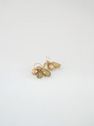 グリーンアパタイトとゴールドパールの2色ピアス  / Green apatite & gold pearl pierce