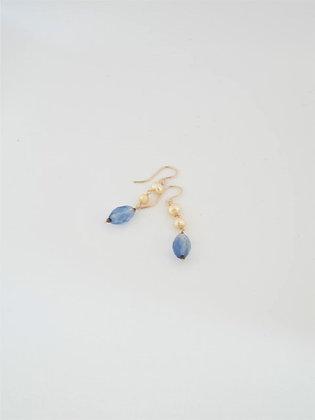 ブルーフローライトとイエローパールのロングピアス / Blue fluorite & yellow pearl lomg necklace