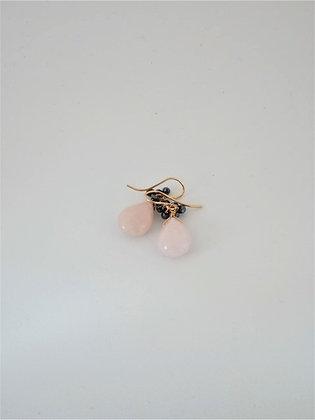 ピンクアクアマリンとブラックスピネル房のピアス  / Pink aquamarine& black spinel pierce