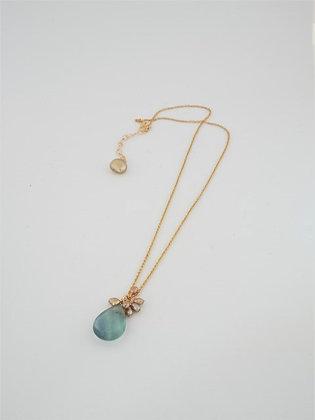 グリーンフローライトとゴールドパール房のペンダントネックレス / Green fluorite & gold pearl necklace