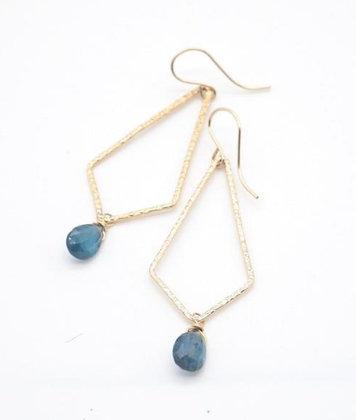 【2020 New】宝石質カイヤナイトとひし形リングピアス