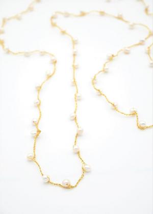 【2020 New】ホワイトパールのゴールド糸ロングネックレス