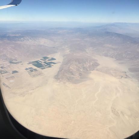 飛行機からの景色。オイルフィールド無しルート。