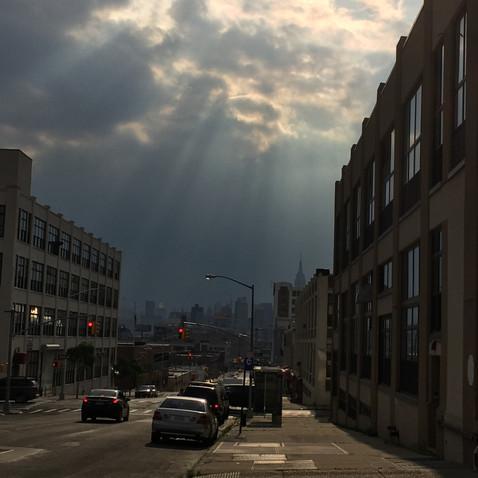 マンハッタンに降り注ぐ太陽