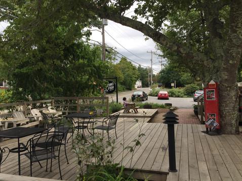 カフェ、店の前