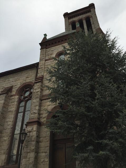 次の日見かけた、別のお腹ギュー教会