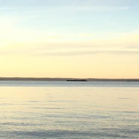 この日、海の上は晴れていました