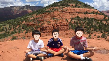 ゾワゾワ小山の上で瞑想ごっこ