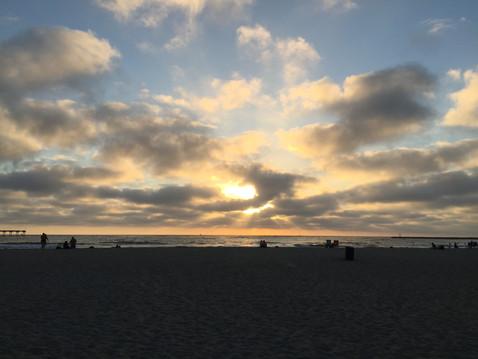 友ママと2人で夕陽を見に再度ビーチへ
