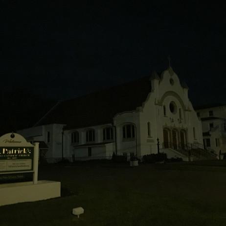 夜に連れて行かれた教会。