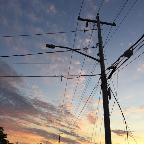 電信柱や電線って今まで好きじゃなかったけど、もうすぐ必要なくなってこの世から消えるかと思うと急にかっこよく見えてきた