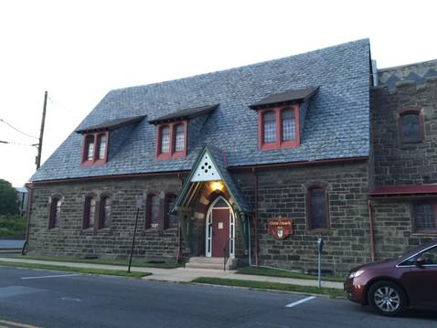 近所の街で見かけたお腹ギュー教会
