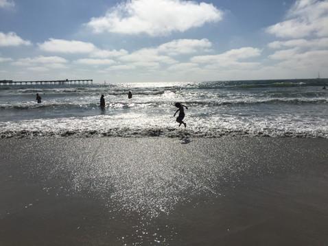 波を飛び続ける長男